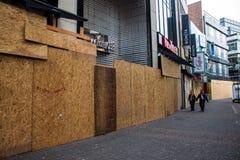 Geschützte Shops vor einem Karneval in Köln Stockfotos