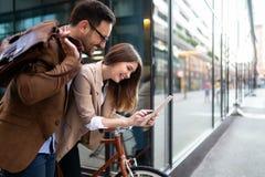 Gesch?fts-Team Digital Device Technology Connecting-Konzept lizenzfreie stockfotos