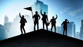 Gesch?ftsm?nner in der Leistung und im Teamwork-Konzept lizenzfreie stockbilder