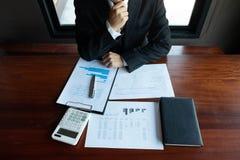 Gesch?ftsm?nner, finanziell, Arbeit, Buchhaltung, Anlageberater, die Arbeit Arbeit im B?ro konsultieren stockbilder