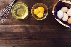 Gescheiden eiwit en dooier stock foto