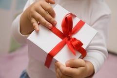Geschenk lizenzfreie stockbilder