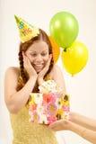Geschenk auf Geburtstag lizenzfreie stockfotos