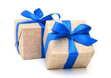 Geschenk eingewickeltes blaues Band Stockbild