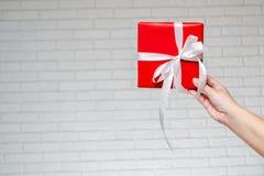 Geschenk für einen Feiertag oder ein festliches Ereignis Lizenzfreie Stockfotos