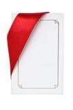 Geschenk-Karte mit rotem Farbband stockfotos