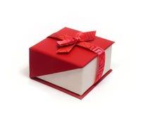 Geschenk mit einem Band und einem Bogen Lizenzfreies Stockbild