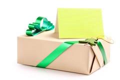 Geschenk mit einer Grußkarte Stockfoto