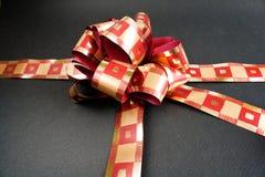 Geschenk mit Farbband stockfotografie