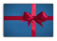 Geschenk mit Farbband und Bogen Lizenzfreie Stockbilder