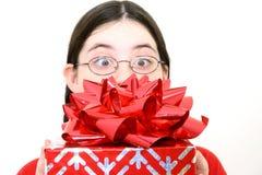 Geschenk mit großem rotem Bogen stockbild