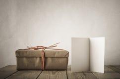 Geschenk und Karte Lizenzfreies Stockfoto