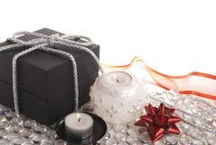 Geschenk und Kerzen lizenzfreies stockbild