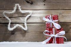 Geschenk und Stechpalme Stockfoto