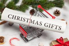 Geschenk und Stechpalme Stockbild