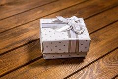 Geschenk und Stechpalme Stockbilder