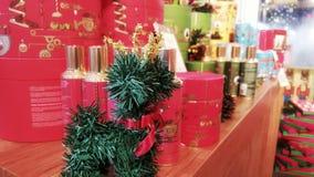 Geschenk und Stechpalme Lizenzfreies Stockfoto