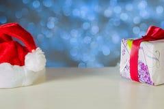 Geschenk- und Weihnachtshut Lizenzfreie Stockfotos