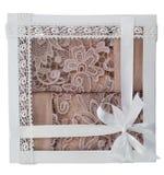 Geschenk von rosa Tüchern Stockbilder