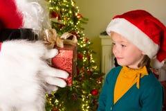 Geschenk von Weihnachtsmann Lizenzfreies Stockfoto