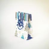 Geschenk-Weihnachtspaket auf weißem Hintergrund Lizenzfreie Stockfotos