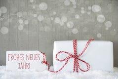 Geschenk, Zement-Hintergrund mit Bokeh, Neues Jahr bedeutet neues Jahr Stockfotografie