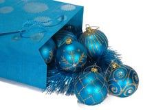Geschenkbeutel voll der Weihnachtsspielwaren Stockbilder