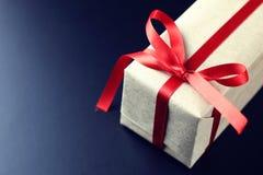 Geschenkbogenschwarzhintergrund Stockfotografie