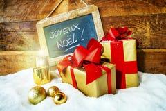 Geschenkboses und -kerzen für Weihnachten Stockbild