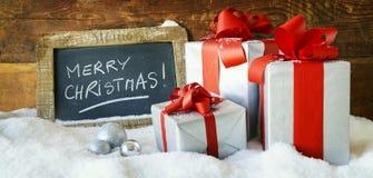 Geschenkboses und -kerzen für Weihnachten Stockbilder