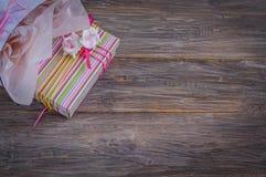 Geschenkbox in der Tasche Stockfoto