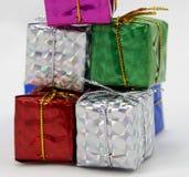 Geschenkbox häufen oben an Stockfoto