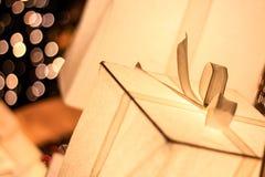 Geschenkbox Lightbox-Weihnachts- und des neuen Jahresdekorationen, Weichzeichnung lizenzfreies stockfoto