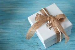 Geschenkbox mit Band Lizenzfreies Stockbild