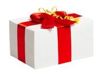 Geschenkbox mit Band und Bogen auf weißem Hintergrund Stockbild