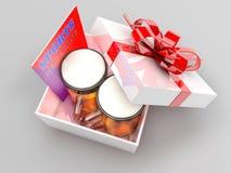Geschenkbox mit den Bierkrügen Stockfotografie