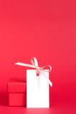 Geschenkbox mit Empty tag mit Band Lizenzfreies Stockbild