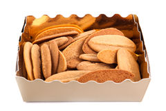 Geschenkbox mit Plätzchen und der Fruchtsüßigkeit lokalisiert Stockfotos