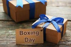 Geschenkbox mit Verkaufstag Lizenzfreie Stockfotos