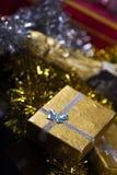 Geschenkbox und Champagne Lizenzfreie Stockbilder
