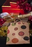 Geschenkbox und Champagne Lizenzfreie Stockfotos