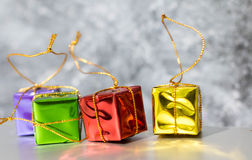 Geschenkbox-und Flitter-Hintergrund Lizenzfreies Stockbild