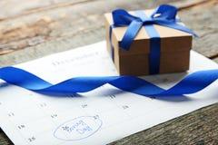 Geschenkbox- und Kalenderliste Stockfotos
