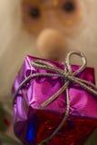 Geschenkbox und Santa Claus Stockfotografie