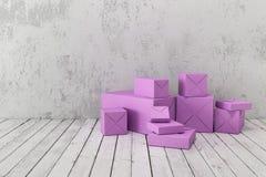 Geschenkboxen auf einem Hintergrund einer rauen Betonmauer Lizenzfreie Stockfotografie
