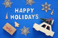 Geschenkboxen, dekorative Schneeflocken, Weihnachtsbaum und und Spielzeug Ca Stockbilder