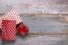 Geschenkboxen mit Bändern und Lizenzfreie Stockfotografie