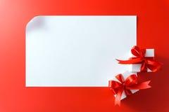 Geschenkboxen mit leerer Karte Stockfotografie