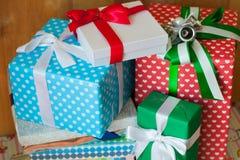 Geschenkboxen mit selektivem Fokus Lizenzfreies Stockfoto