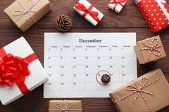 Geschenkboxen und Kalenderliste Lizenzfreie Stockbilder